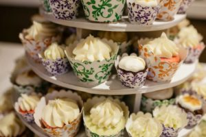 Cupcakes an alternative to wedding cake